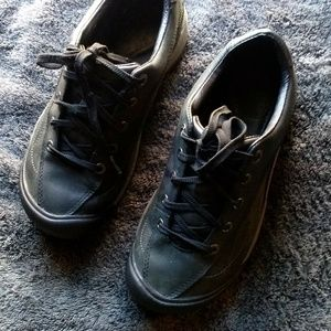 KEEN ,SIZE 5.5 US , LACE UP WALKING , HIKING SHOES